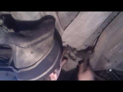 Видео как снять опорный подшипник
