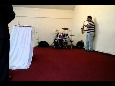 Sorprendente niño baterista de Angol de 2 años