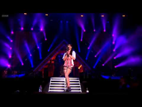 Rihanna Live BBC Radio 1 Hackney weekend 2012 Live London (with chapters)