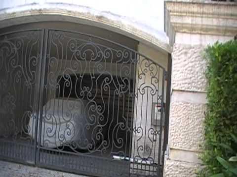 MICHAEL JACKSON HOUSE 100 CAROLWOOD DRIVE
