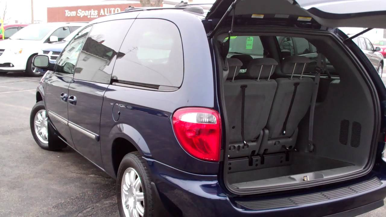 2005 chrysler town country touring 4dr minivan dekalb il. Black Bedroom Furniture Sets. Home Design Ideas