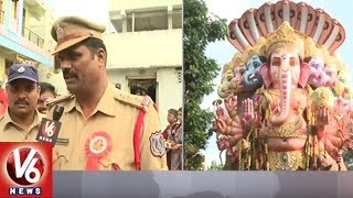 Savitri Speaks To Police Officers Over Security Arrangements At Balapur Ganesh Shobha Yatra
