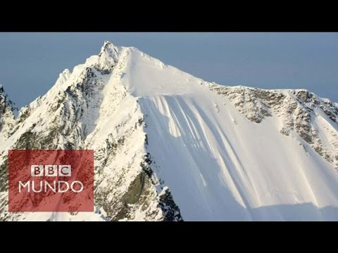 VIDEO: ESQUIADOR SALE ILESO DE ESPECTACULAR CAÍDA DE CASI 500M EN ALASKA