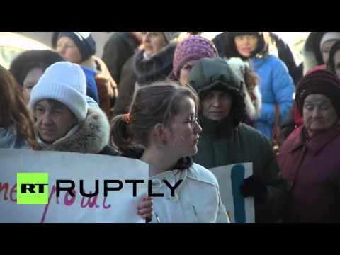 Ukraine: Hundreds demand Sberbank of Russia closes at Kiev protest