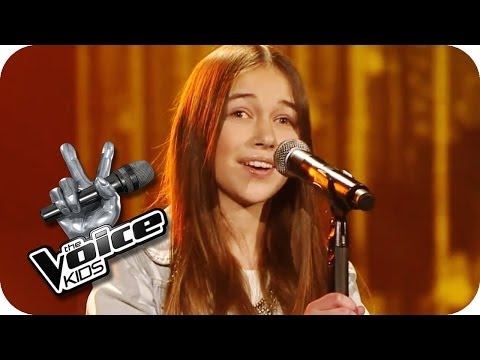 Jennifer Holliday - And I'm Telling You (Hanna)   The Voice Kids  2014   Blind Audition