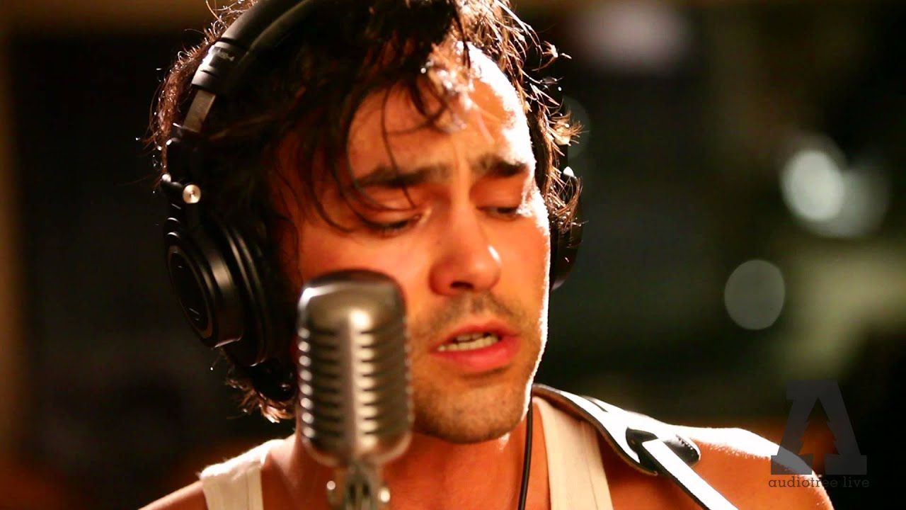Shakey Graves – Roll the Bones