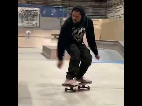 😍 @andrecolbert 🎥: @yoshrivera_ | Shralpin Skateboarding