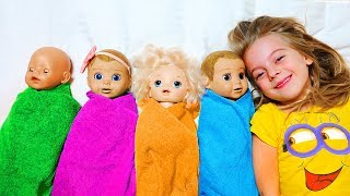 Girl Pretend Play with Dolls, Are you sleeping song