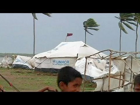 Thousands evacuated as Cyclone Mahasen hits Bangladesh and heads for Myanmar