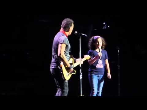 Bruce Springsteen ft. Girl from audience ?- Blinded By The Light 4-25-16 Barclays Center, Brooklyn