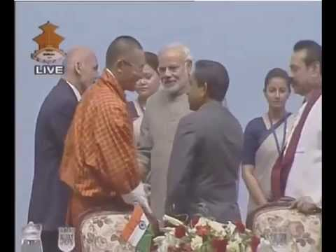 Narendra Modi, Nawaz Sharif shake hand in Kathmandu, Nepal at the end of SAARC summit