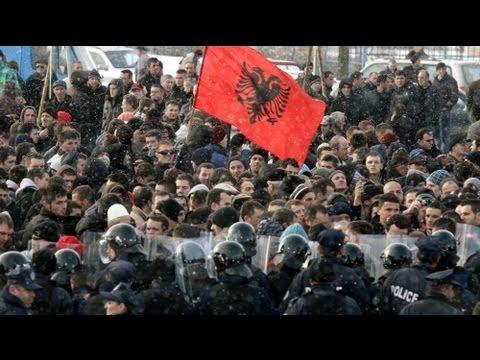 Kosovo protest against police tactics