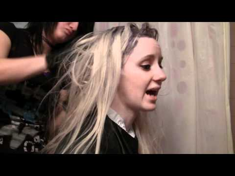 Tutorial: How to Dye Hair Blonde Without Bleach