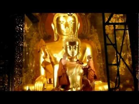 Wat Bowon – Bangkok – Cleaning Phra Phuttha Chinnasee Buddha