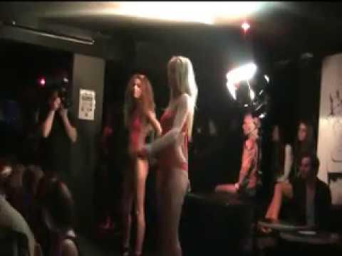 Défilé Mannequin Femme en Maillot de bain - Fashion Week (part 1)