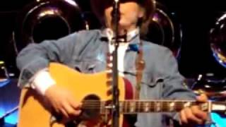 Watch Dwight Yoakam The Distance Between You And Me video