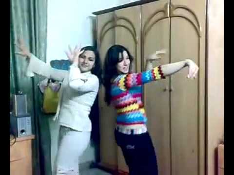 tow Arabic Girls Dancing With Faris Karam's Song رقص مع اغنية فارس كرم video