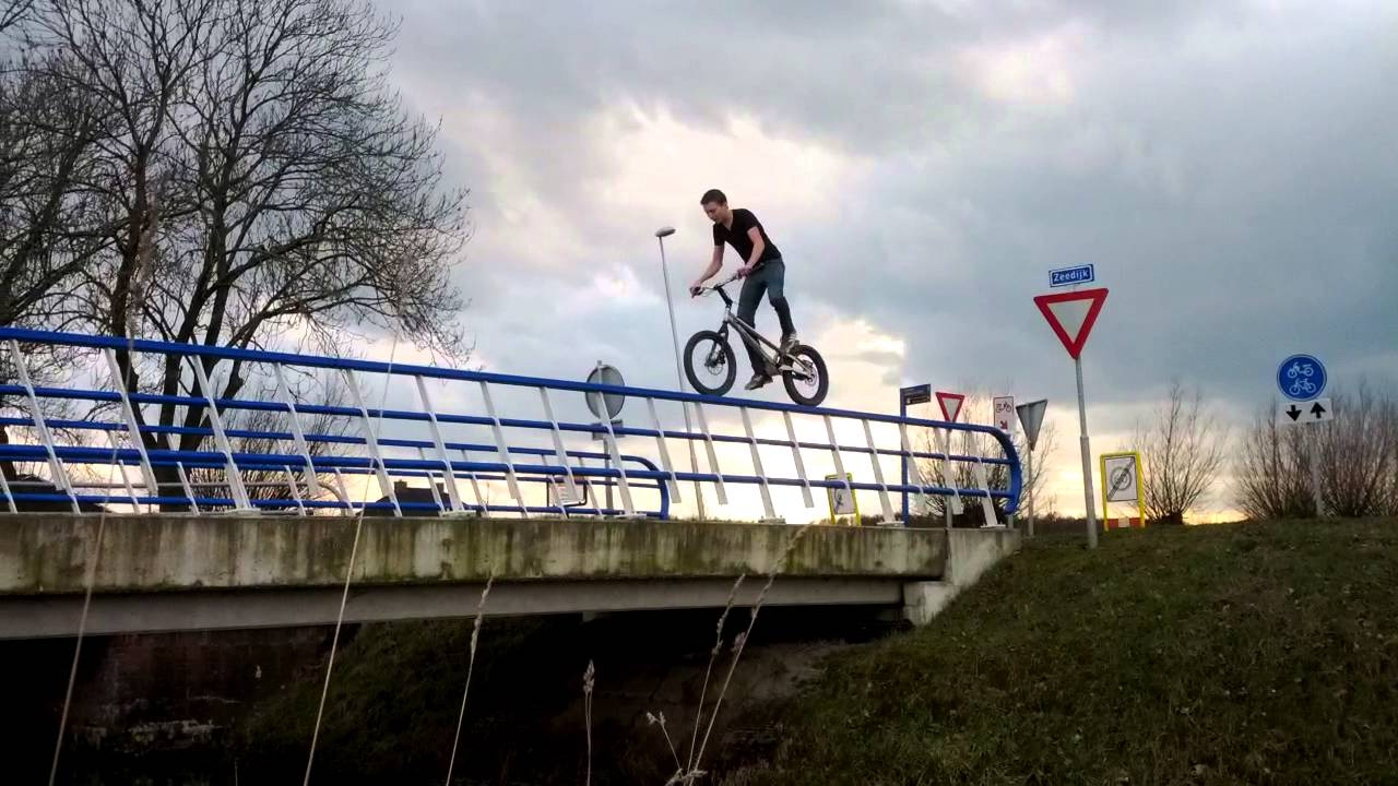 [The Reason No One Rides Bikes On Railings] Video