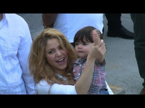 Pop singer Shakira opens new school in Colombia