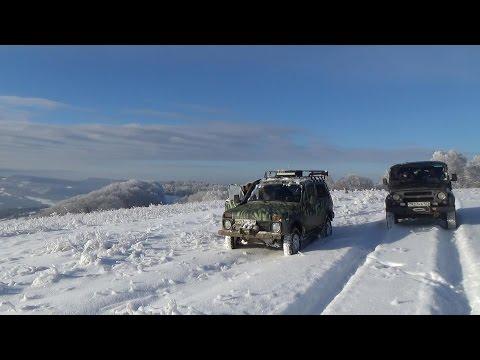 Нива и УАЗ по новогоднему снегу