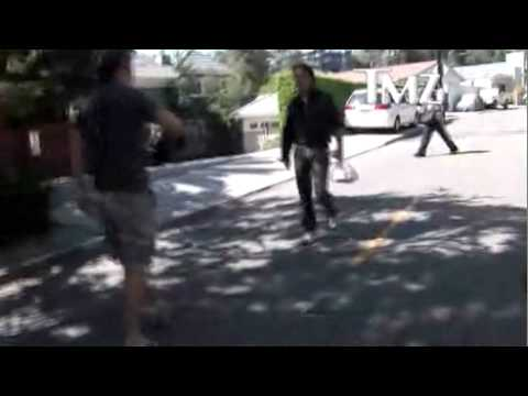 sean penn kicks paparazzi.mp4