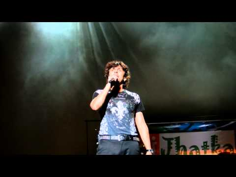 Sonu Nigam singing Sandese Aate Hai on audience request - Phoenix...