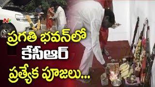 CM KCR Celebrates Dussehra at Pragathi Bhavan, Offers Special Prayers to Goddess Durga | NTV