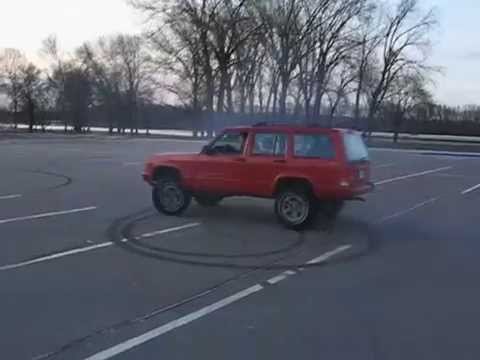 1999 Jeep XJ Cherokee 4x4 parking lot drifts / donuts/ burnout Video