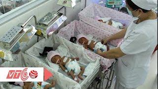 4 bé gái sinh tư tự nhiên hiếm gặp | VTC
