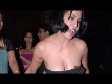 Celina Jaitley Hot Nip Slip video