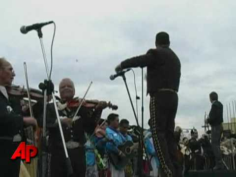 Raw Video: Mariachis Set World Record in Mexico