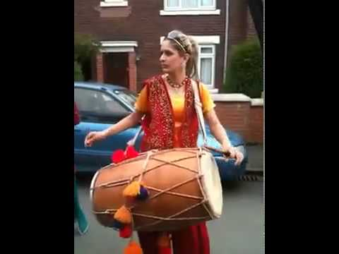 Pakistan Funny Punjabi Girl With Dhool In Uk.flv video