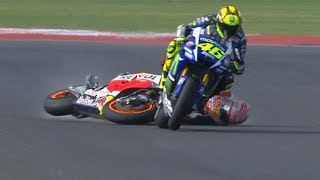 DUEL maut Valentino rossi vs Marc marquez | best battle 2017