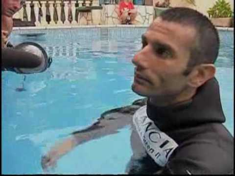 Man sets record for holding breath underwater