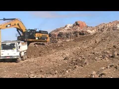 Escavadeira Caterpillar 374 da empreiteira e mineradora Baltt