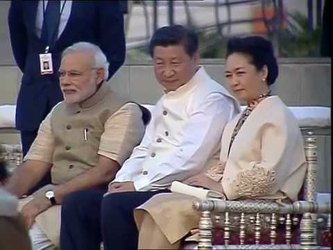 Chinese President Xi Jinping & First Lady visit Sabarmati Riverfront, accompanied by PM Modi