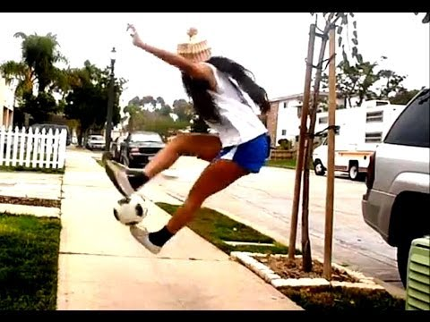14 Yr Old Girl - Amazing Soccer Freestyle Tricks video
