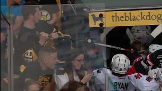 Brazen Bruins fan tries to steal Wideman