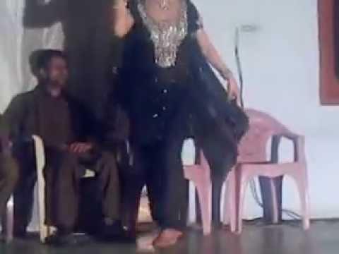 Kala Mera Gajra Pinky Dance Oghi Bazargay video