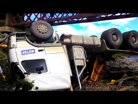 Best truck crashes, truck accident compilation 2016 Part 8