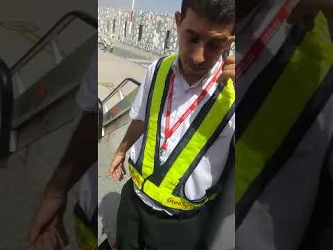مطار فاس..موظف طيران العربية يهين ويعنف مهاجرة مغربية وإبنها ...