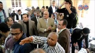 طلاب جامعة عين شمس يوزعون البطاطين على اهالى قرية دست الأشراف بكوم حمادة