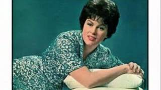 Watch Patsy Cline True Love video