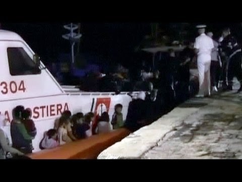 Syrian refugees rescued off Italian coast