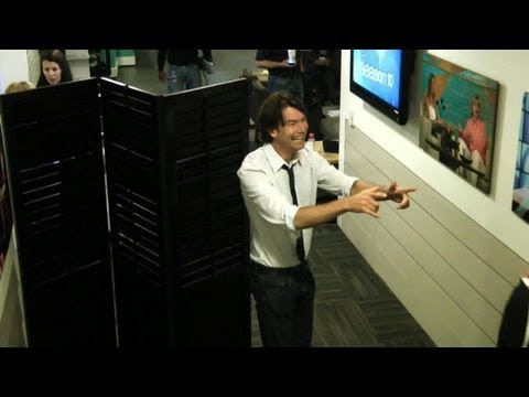 Jerry O'Connell Scares a Staff Member