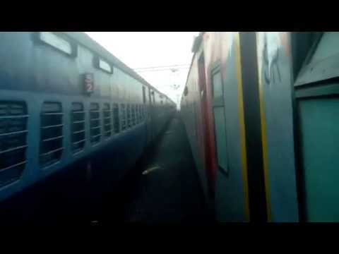 12621 Mas - Ndls Tamil Nadu Express With Ed Wap-4 In Lead Overtakes 22631 Mas- Bkn Ac Express video