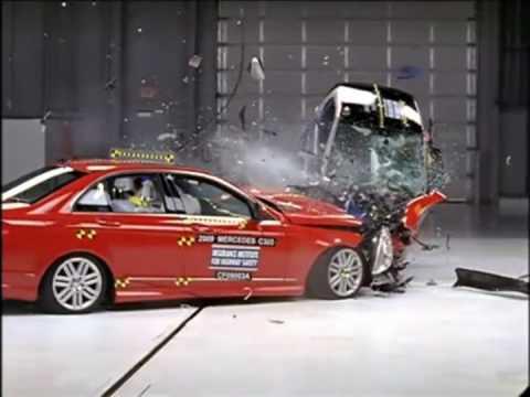 Mercedes C vs smart fortwo - Crash test compatibilità IIHS, Sicurauto.it