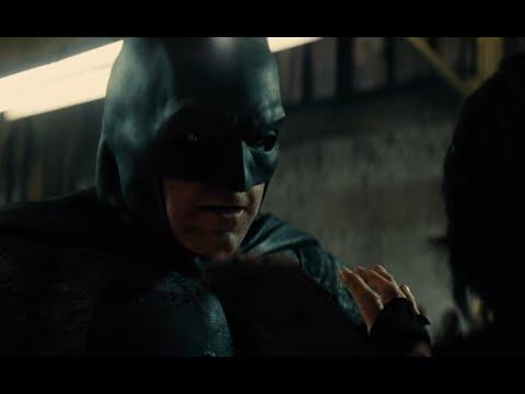 Бэтмен против Супермена - Бэтмен спасает Марту
