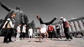 Breake dancing at Lenin monument