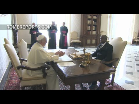 President of Uganda invites Pope Francis to visit country